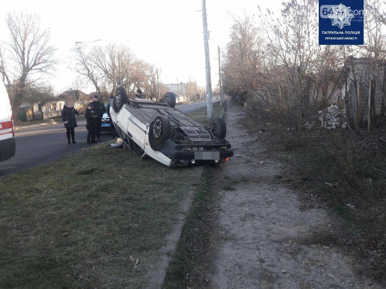 ДТП на улице Красная. Один из автомобилей вынесло на обочину, фото-2