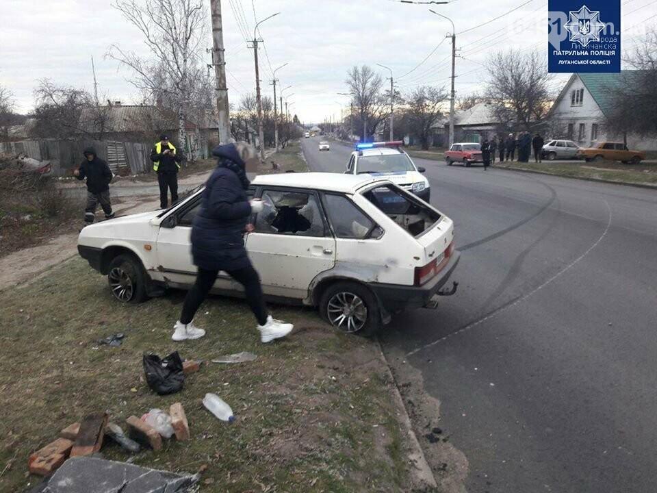 ДТП на улице Красная. Один из автомобилей вынесло на обочину, фото-3