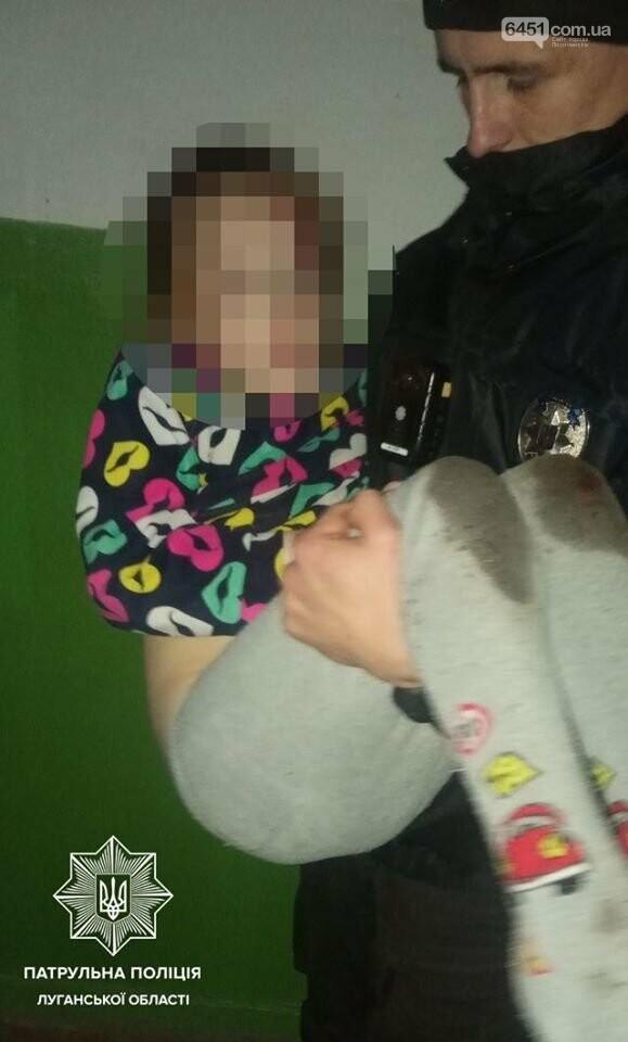 Семилетний ребенок выпал из окна второго этажа, фото-1