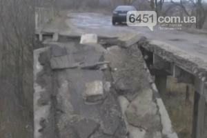 """Игнорируя опасность жители продолжают эксплуатировать """"мост смерти"""" Лисичанск - Сиротино, фото-1"""