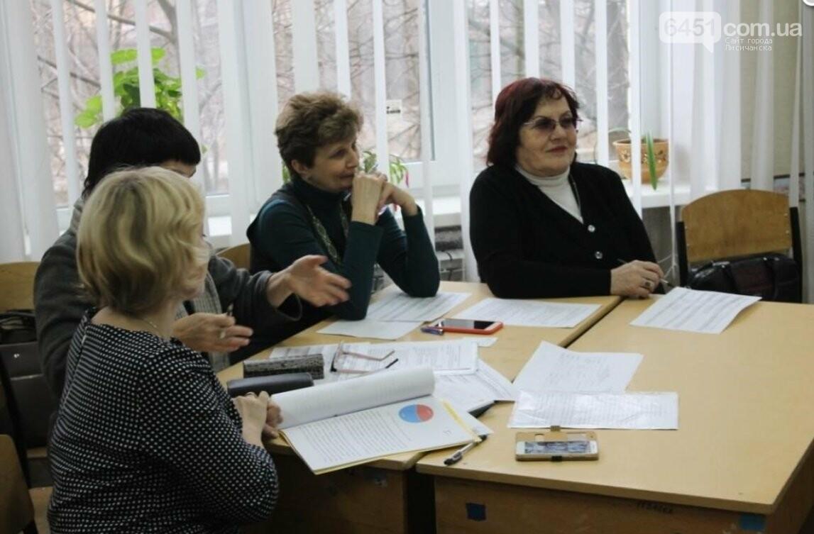 В Лисичанске состоялся конкурс-защита научно-исследовательских работ учеников - членов МАН, фото-2