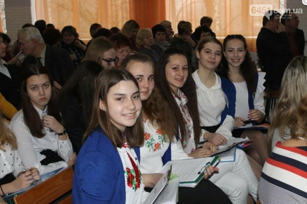 В Лисичанске состоялся конкурс-защита научно-исследовательских работ учеников - членов МАН, фото-1
