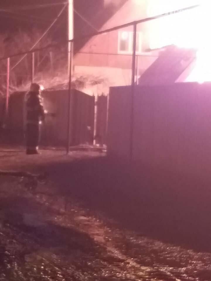 В Боровском произошел страшный пожар, загорелся жилой дом, фото-2