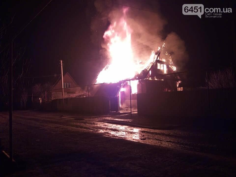 В Боровском произошел страшный пожар, загорелся жилой дом, фото-1