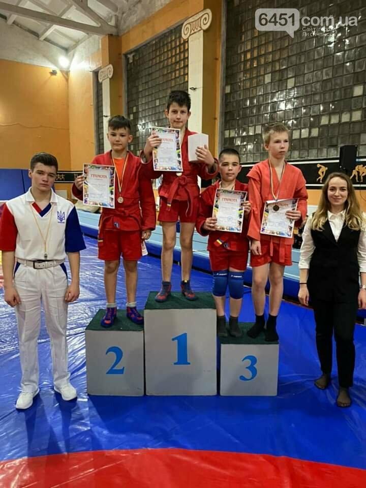 В Лисичанске прошли открытые чемпионаты города и области по борьбе самбо, фото-1