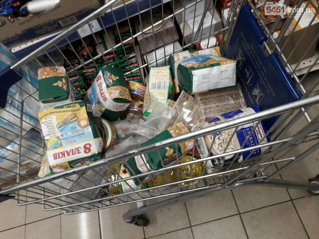 Ажиотажа нет, но продукты раскупают: что происходит в супермаркетах Лисичанска накануне карантина (фоторепортаж), фото-10
