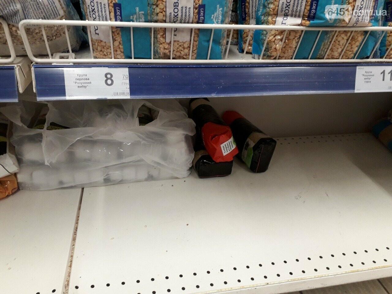 Ажиотажа нет, но продукты раскупают: что происходит в супермаркетах Лисичанска накануне карантина (фоторепортаж), фото-13