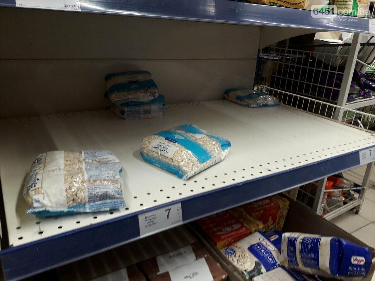 Ажиотажа нет, но продукты раскупают: что происходит в супермаркетах Лисичанска накануне карантина (фоторепортаж), фото-14