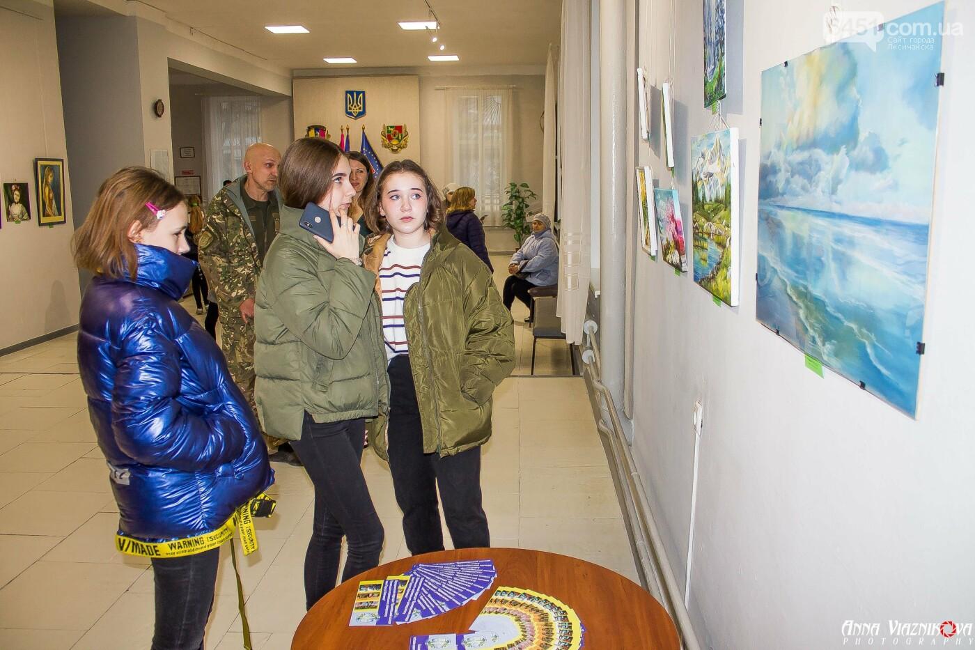 В Лисичанском музее открылась художественная выставка работ студентов Брянковского колледжа, фото-3