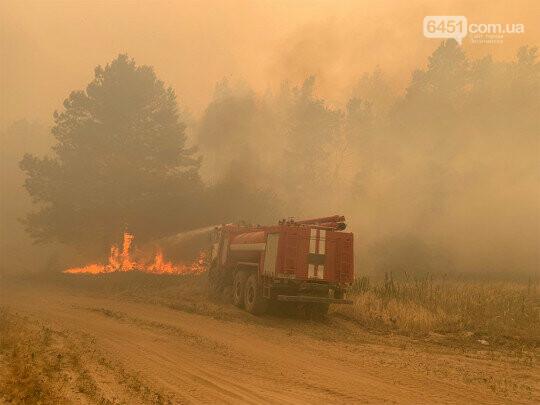 На Луганщине продолжается масштабный пожар: с огнем борются пожарные четырех областей, местных жителей эвакуируют, фото-1
