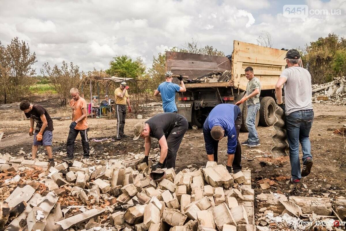 ФОТООТЧЁТ: Штаб помощи пострадавшим от пожара развернул масштабные работы в Смоляниново. День 2, фото-50