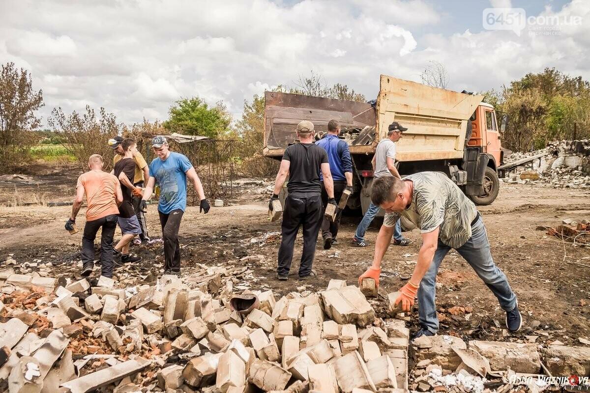 ФОТООТЧЁТ: Штаб помощи пострадавшим от пожара развернул масштабные работы в Смоляниново. День 2, фото-51