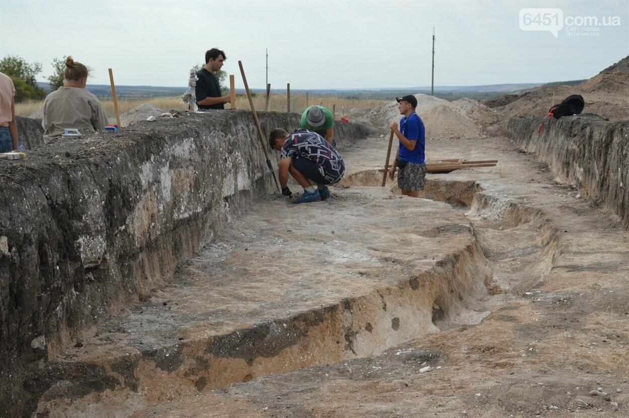 В Луганской области обнаружили древние захоронения, возраст которых примерно 4500 лет, фото-2