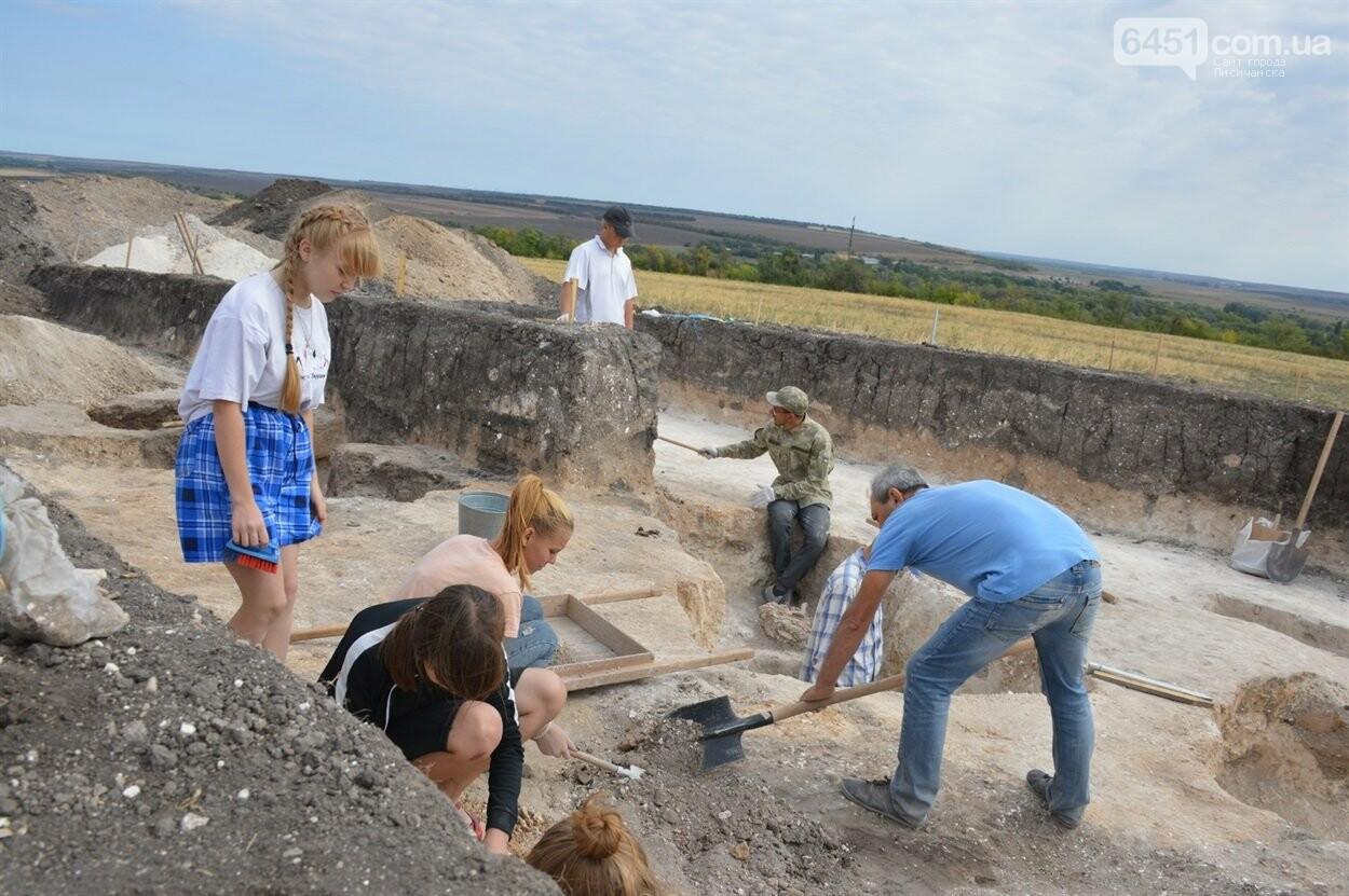 В Луганской области обнаружили древние захоронения, возраст которых примерно 4500 лет, фото-3