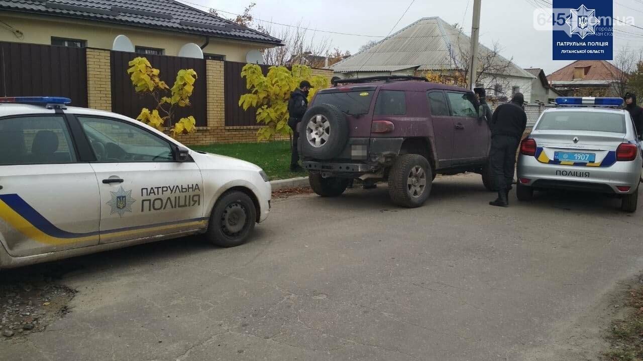 Наперегонки с полицией. В Северодонецке девушка разгромила полицейский автомобиль , фото-1
