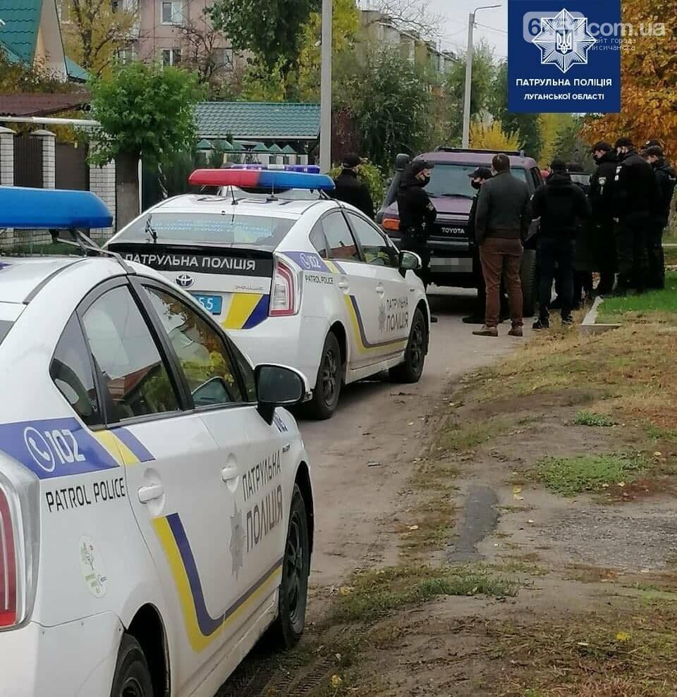 Наперегонки с полицией. В Северодонецке девушка разгромила полицейский автомобиль , фото-2
