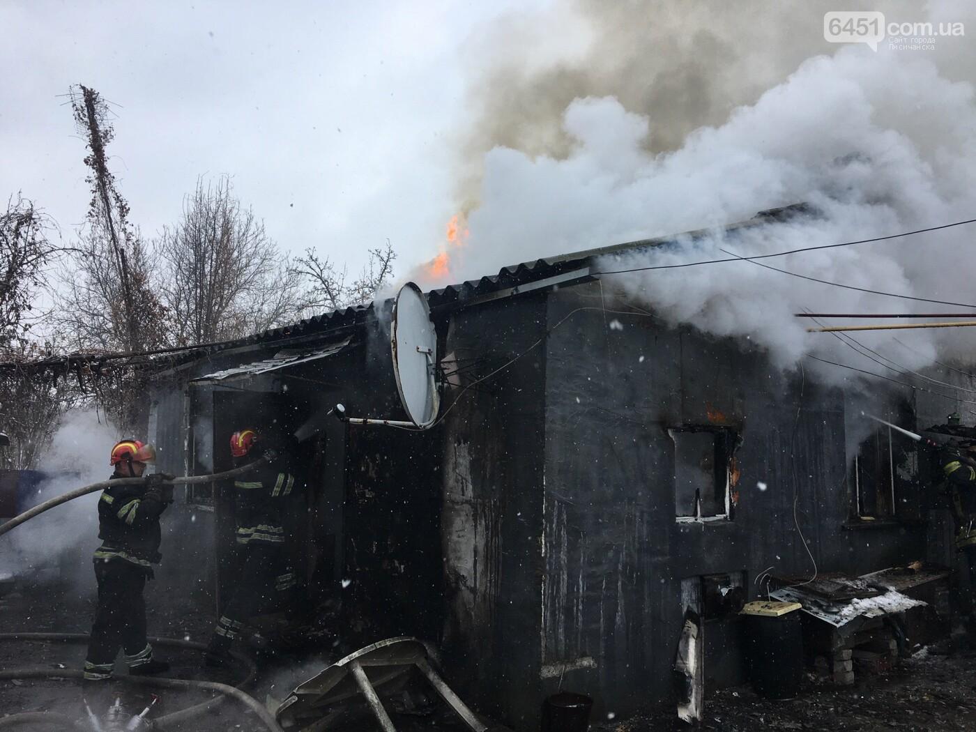 В Лисичанске во время ликвидации пожара в жилом доме было найдено тело мужчины, фото-1