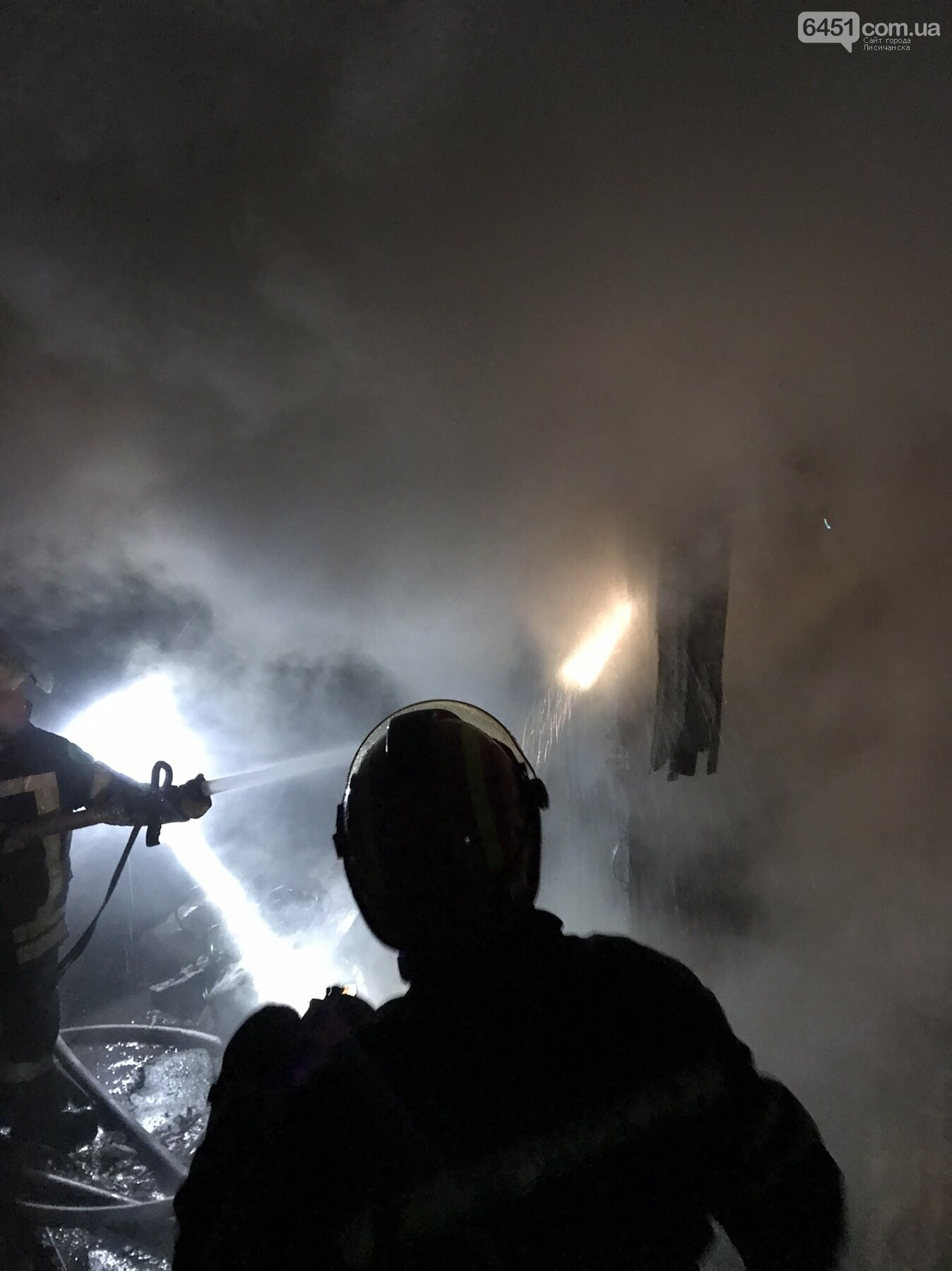 В Кременной ликвидировали возгорание хозяйственного сооружения, фото-2