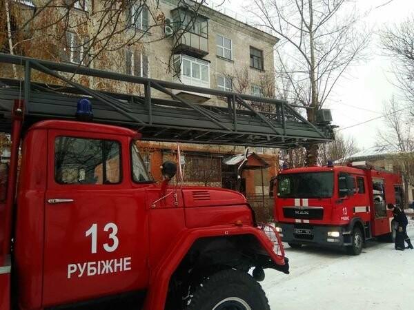 В Рубежном спасатели потушили пожар в многоквартирном доме, фото-1