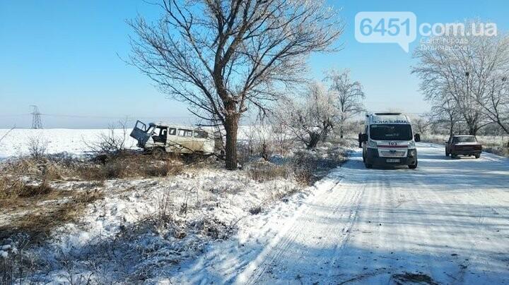 На Луганщине из-за гололеда перевернулся УАЗ газовой службы с 10 работниками, фото-3