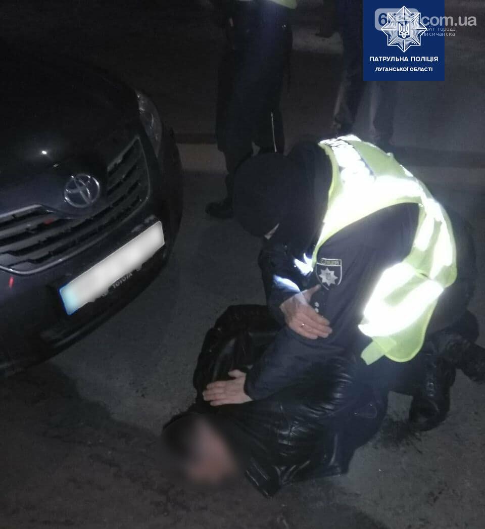 В Рубежном нетрезвый водитель угрожал полицейским, фото-3, Патрульная полиция Луганской области