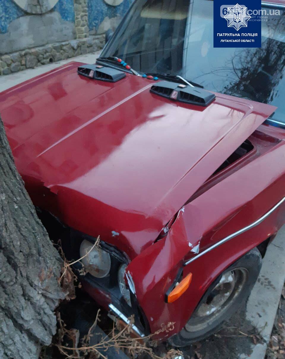 Нетрезвый водитель в Рубежном въехал в дерево, фото-2, Патрульная полиция Луганской области