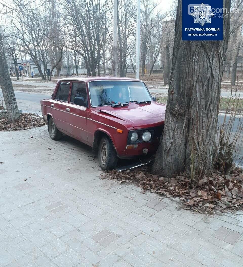 Нетрезвый водитель в Рубежном въехал в дерево, фото-3, Патрульная полиция Луганской области