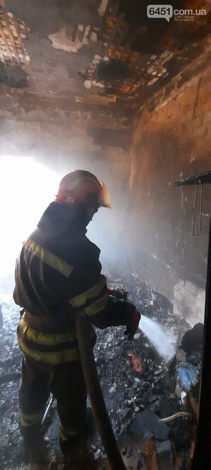 В Лисичанске из-за пожара в жилом доме были эвакуированы 5 человек, фото-1