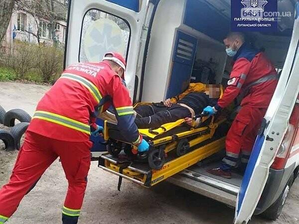 В Северодонецке патрульные спасли мужчину, который порезал себе вены, фото-1, Патрульная полиция Луганской области