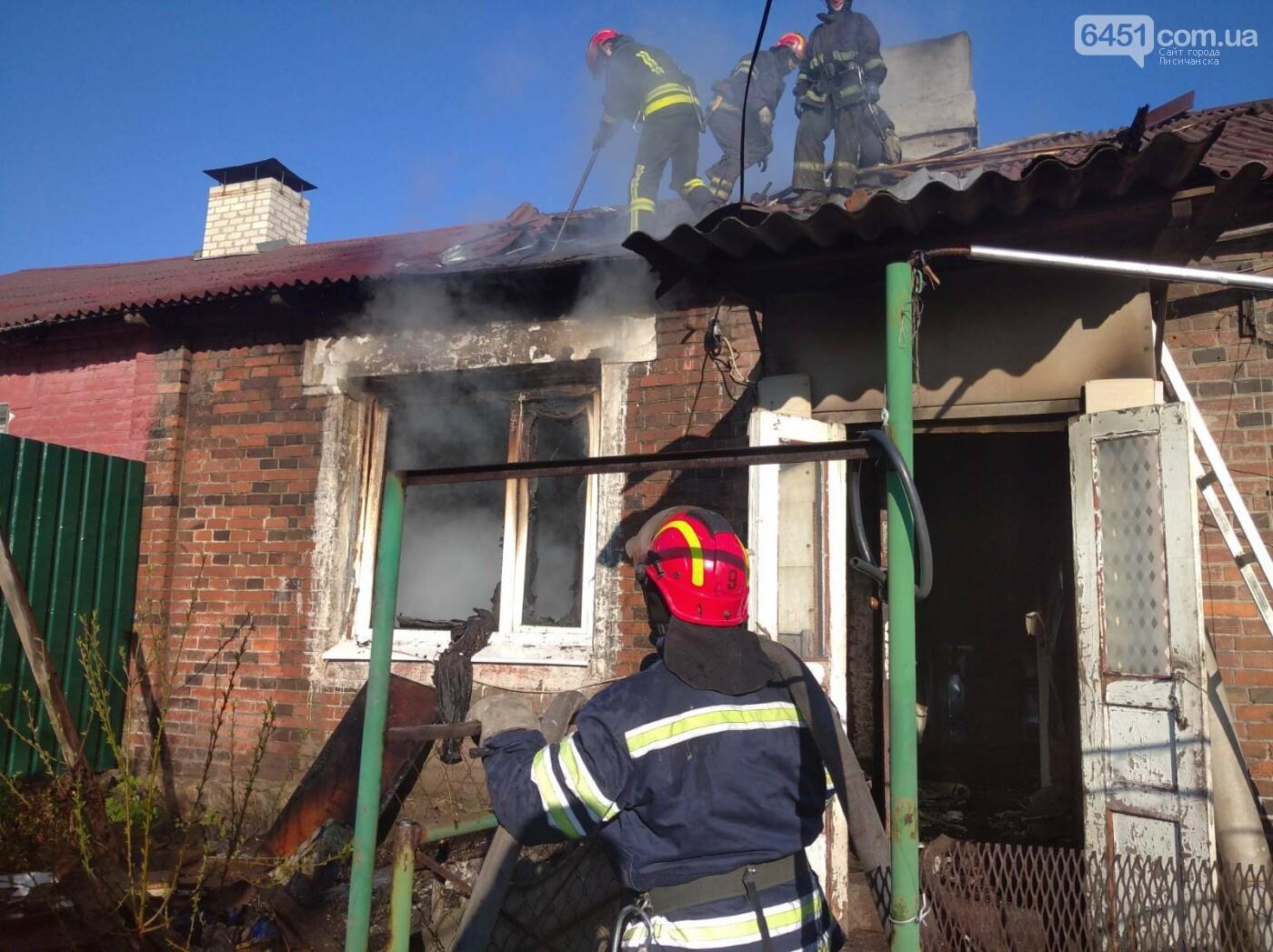 Во время ликвидации пожара в Лисичанске, в жилом доме спасатели обнаружили тело мужчины, фото-1
