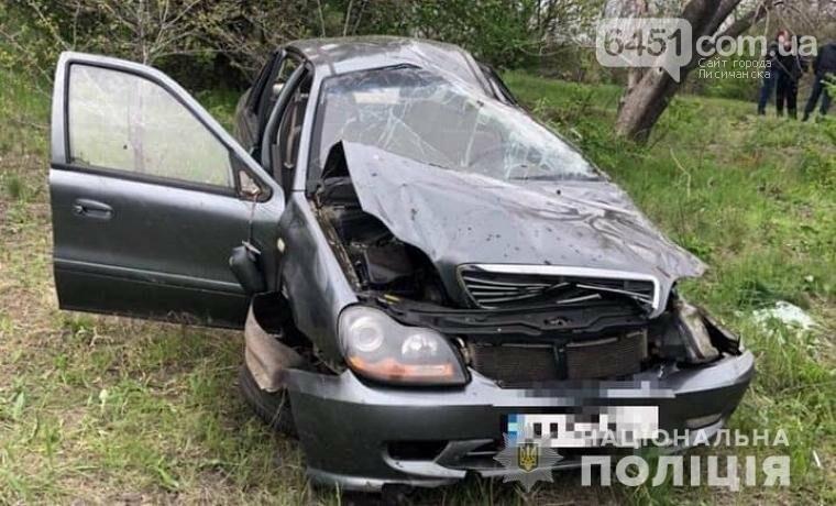 На Луганщине перевернулся легковой автомобиль - водитель скрылся, а пассажир попал в больницу, фото-1